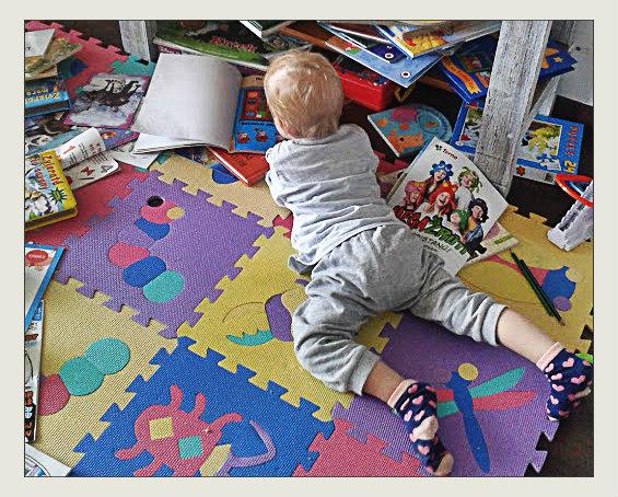 dieťa miluje knihy